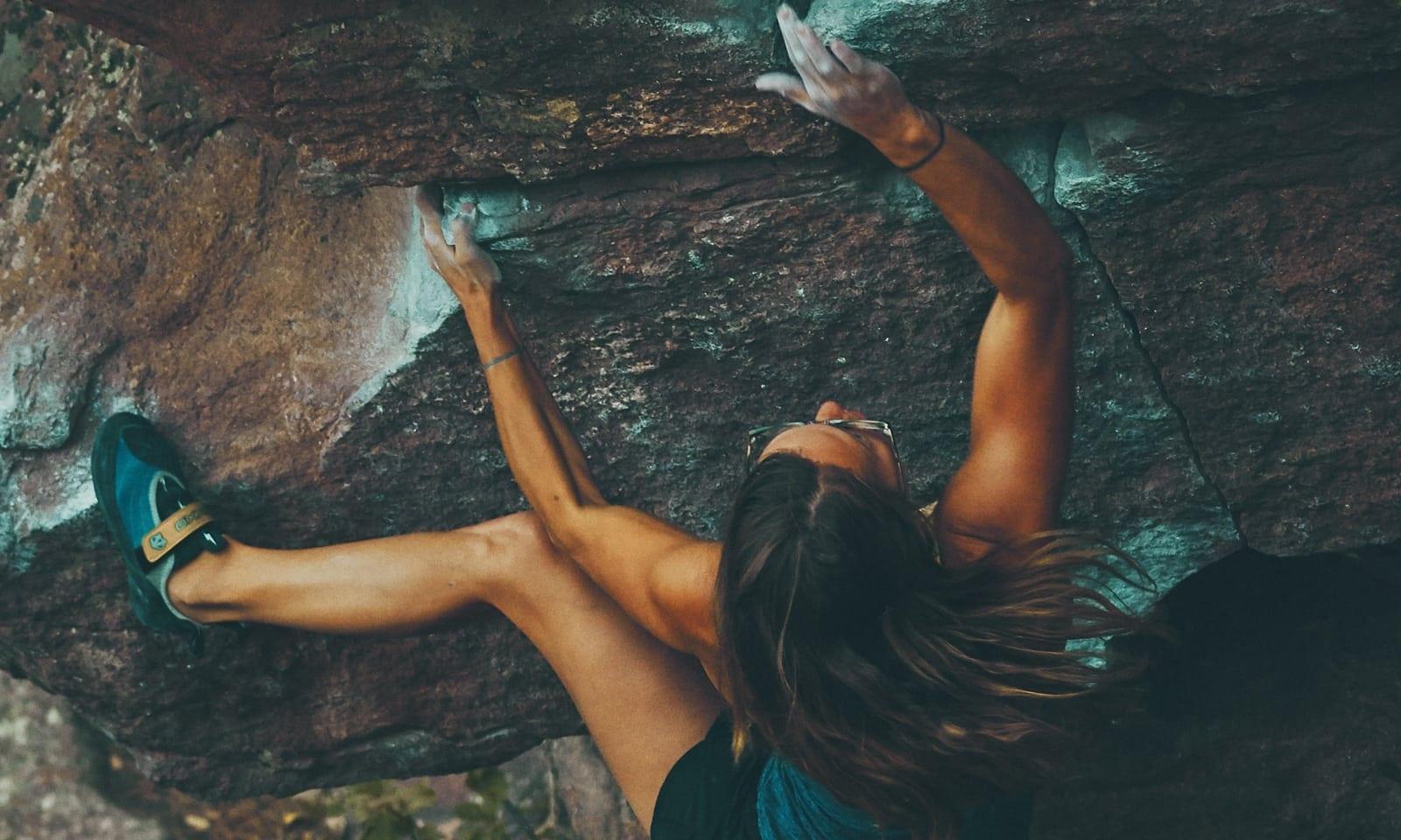 image-women-climbing
