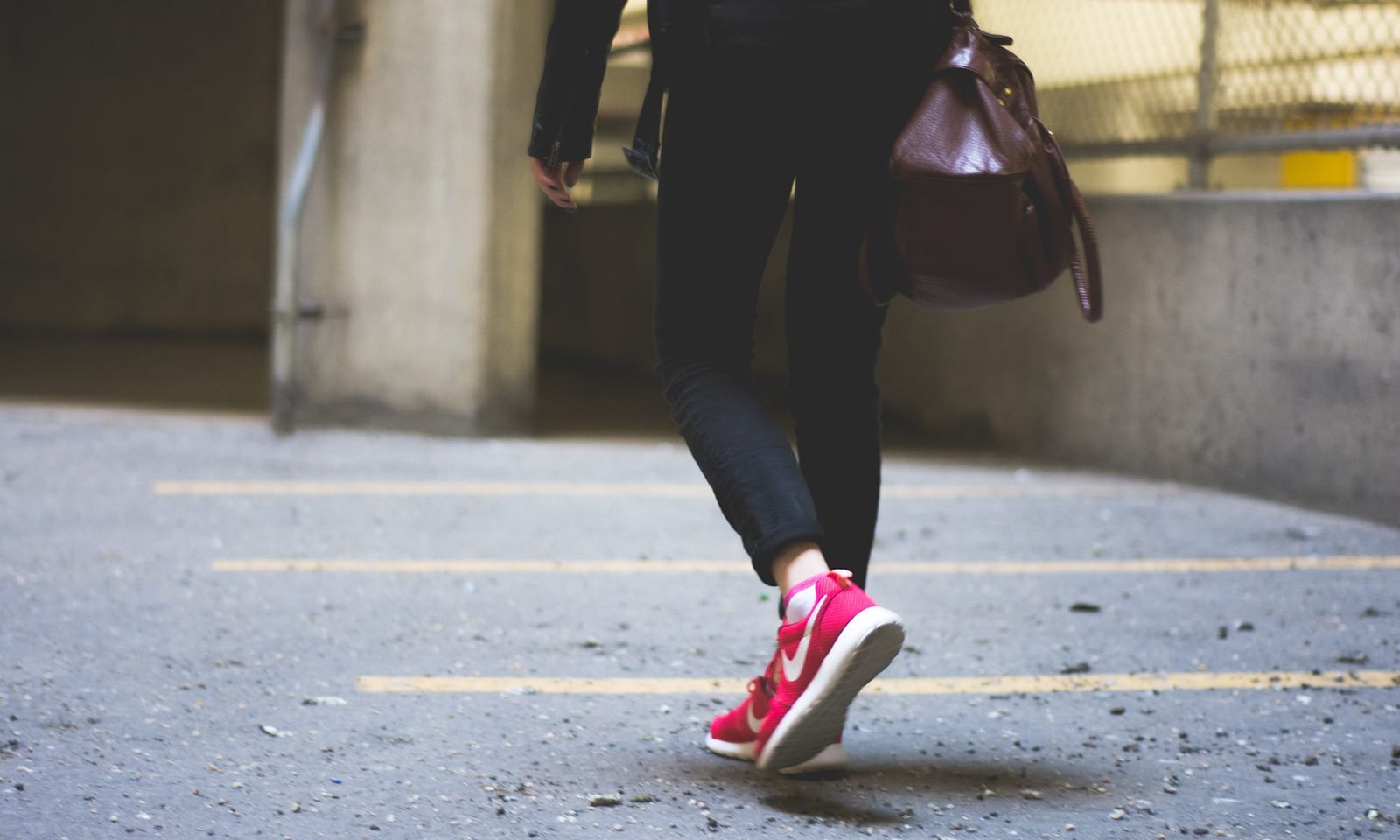 walking-shoes-image-women